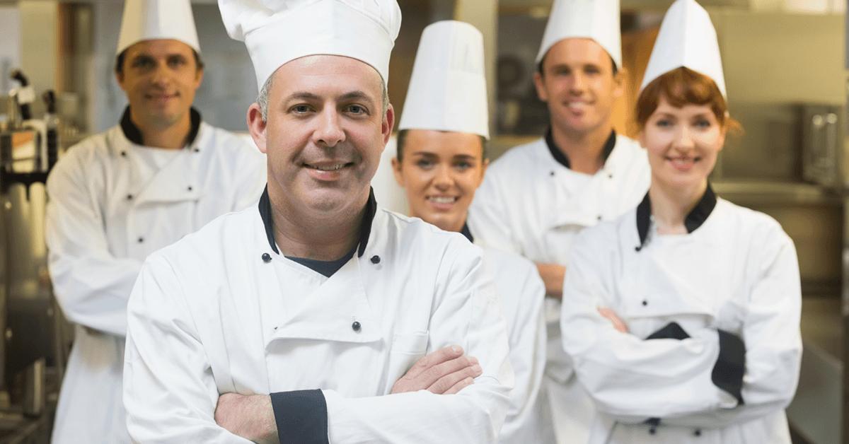 Restaurante, vantagens em contratar cozinheira(o) acima dos 50