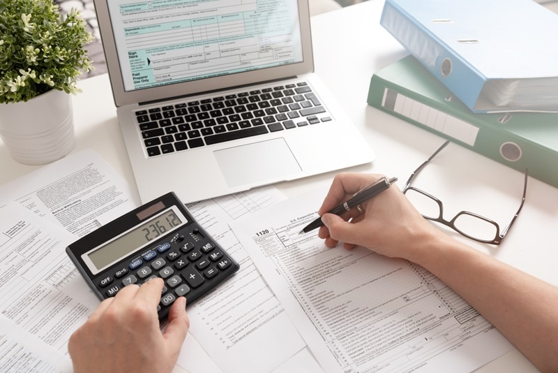 Entenda como funciona a declaração de ações no Imposto de Renda